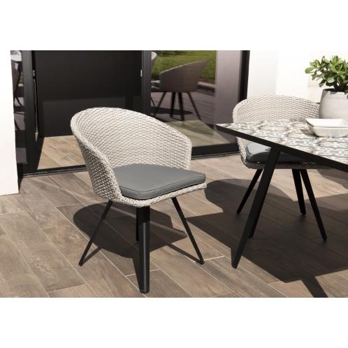 https://www.dpi-import.com/5637-thick_dpi-import/fauteuil-rotin-synthetique-gris-avec-coussin-gris-pieds-noir-metal.jpg
